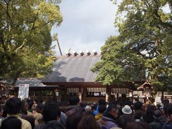 熱田神宮拝殿前.JPG